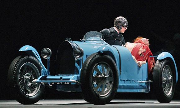 Автомобили делались с открытыми колесами. Айседора Дункан погибла из-за  того, что во время поездки на автомобиле Amilcar  амилькАр  ее длинный шарф  угодил в ... de13f7c1502