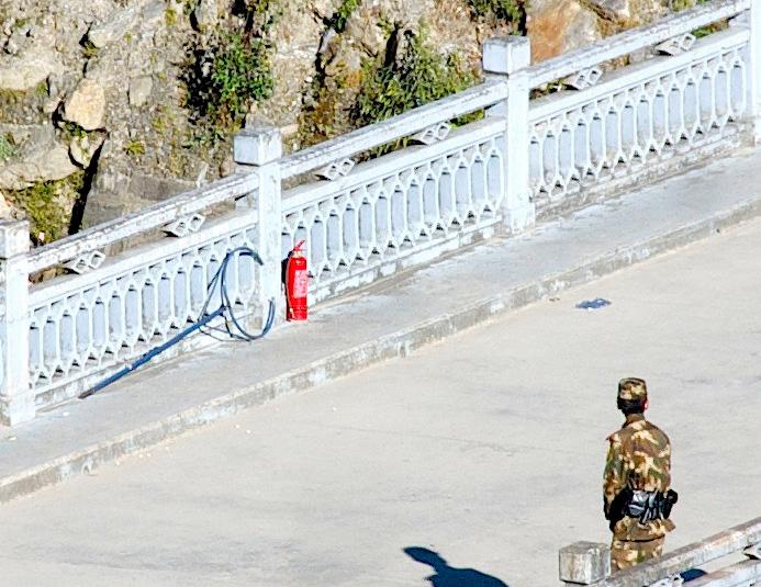 49faea21372 Комментарий  Самосожжение — одна из наиболее экстремальных форм борьбы  против оккупации Тибета. Помимо огнетушителей